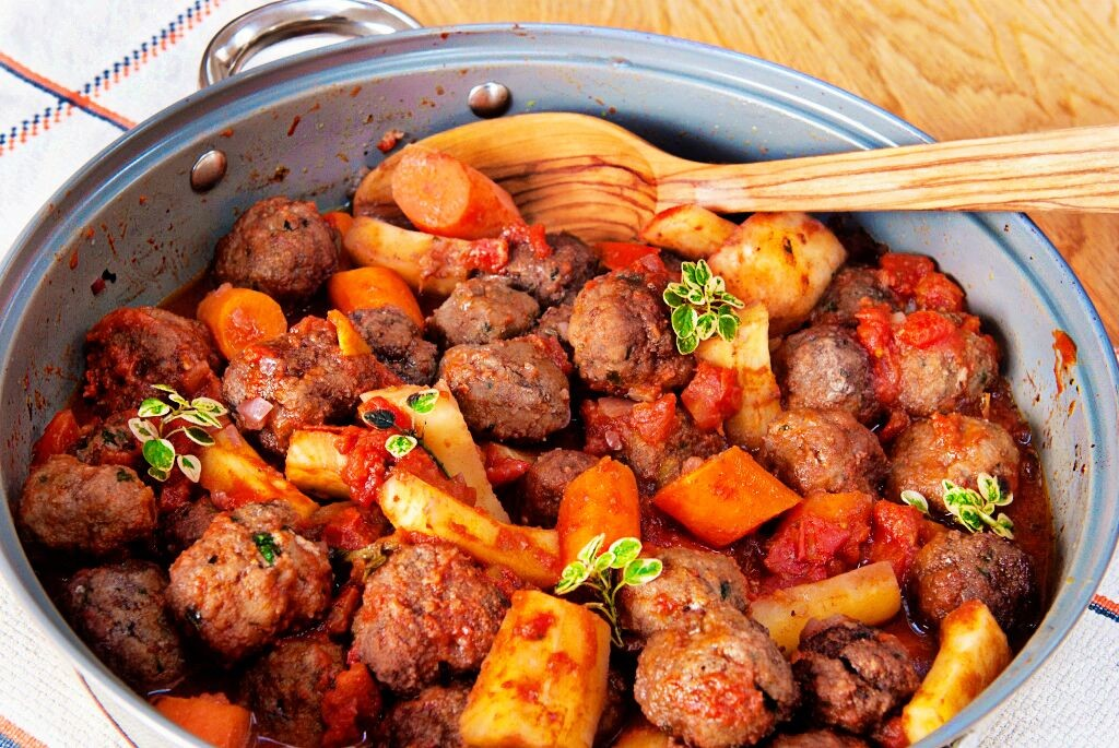 Beef Meatballs Braised In Red Wine Lemon Squeezy
