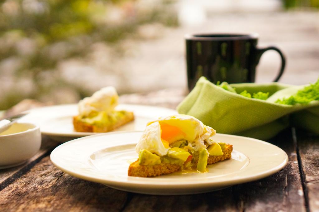 Poached Egg on toast avocado spread