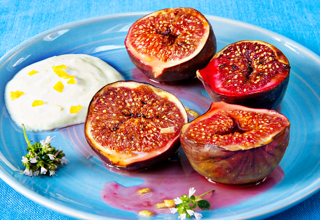 Grilled figs with mascarpone recipe - Lemon Squeezy
