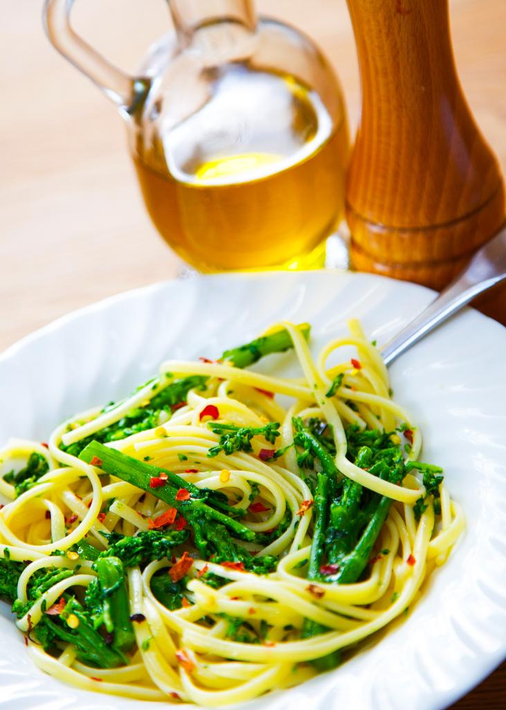 Spaghetti with Broccoli, Garlic, and Chili