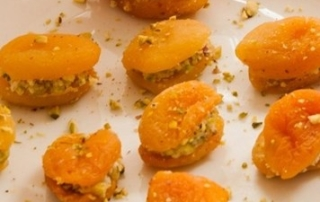 Apricots with goat's cheese and pistachios recipe