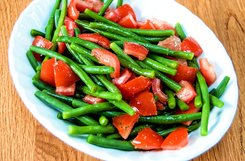 Warm salad of green beans and tomatoes (1 of 1) (800x527)A