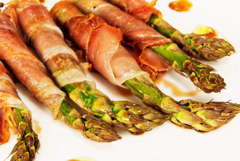 Asparagus wraps with balsamic dressing - Lemon Squeezy