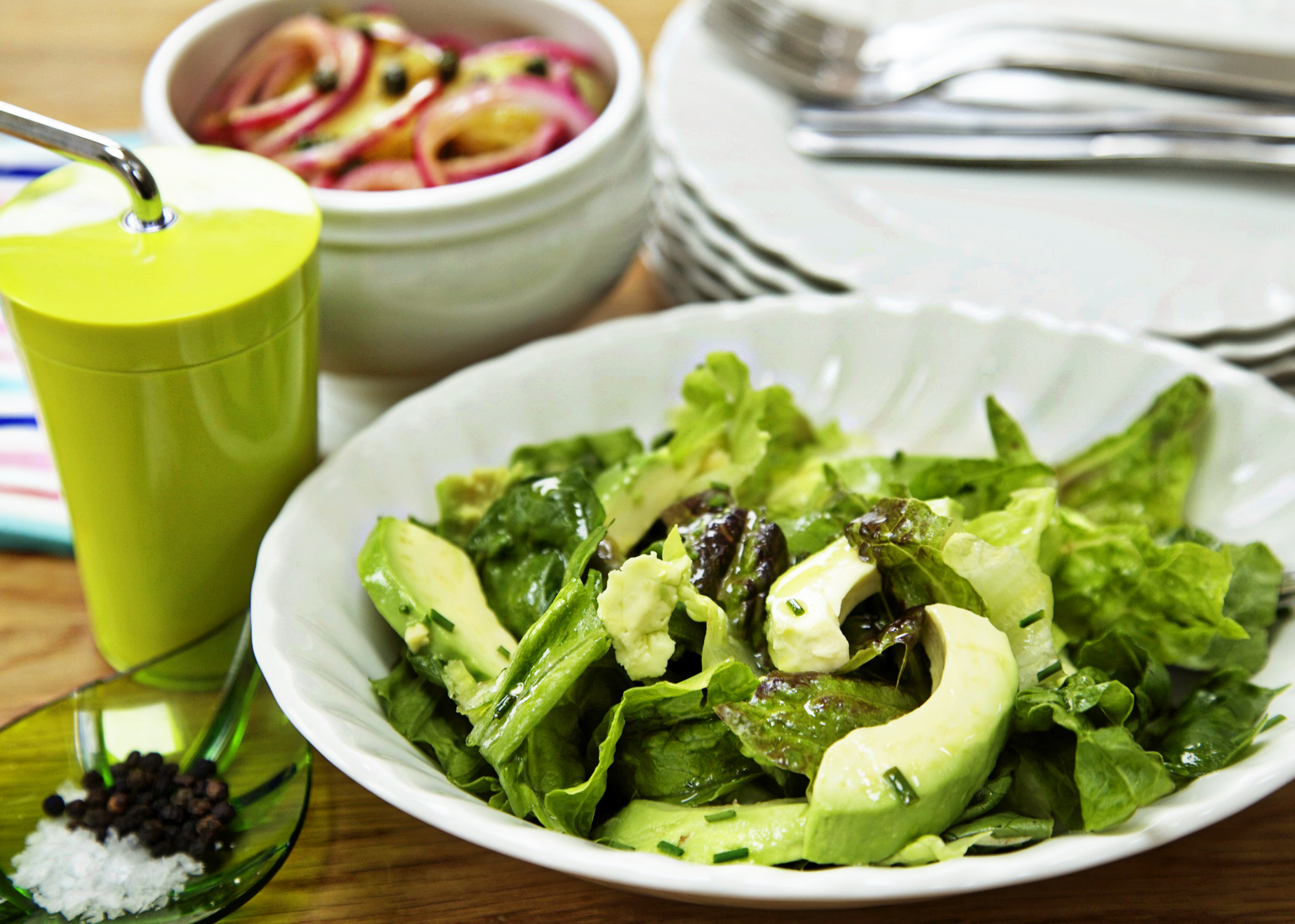 mixed leaves and avocado salad 1